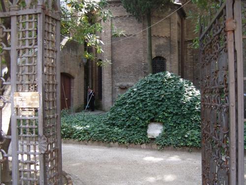 Ravenna37_DantesTomb