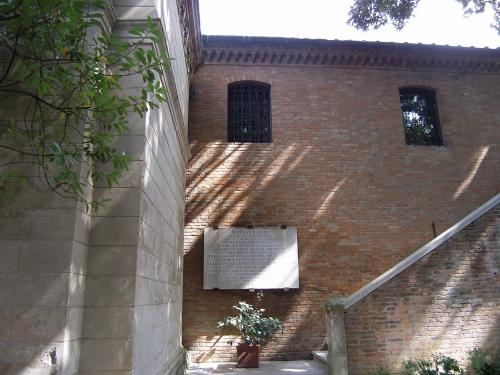 Ravenna37_DantesTomb_02